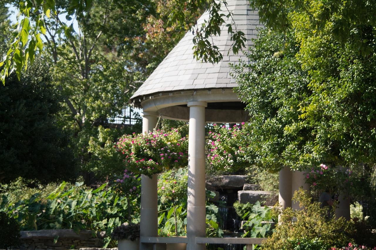 Altana w ogrodzie – jak dobrać i gdzie umieścić altanę?