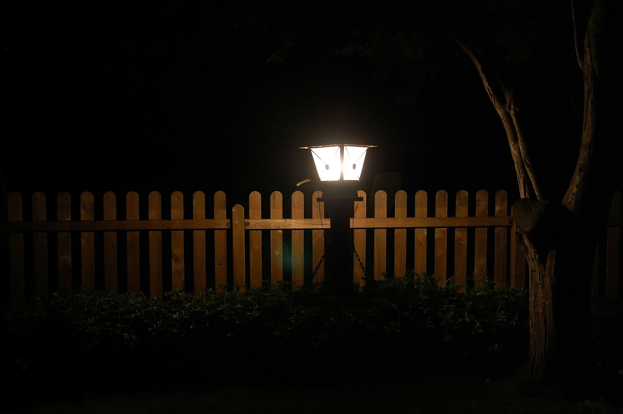 Oświetlenie ogrodu – jak to zrobić dobrze?